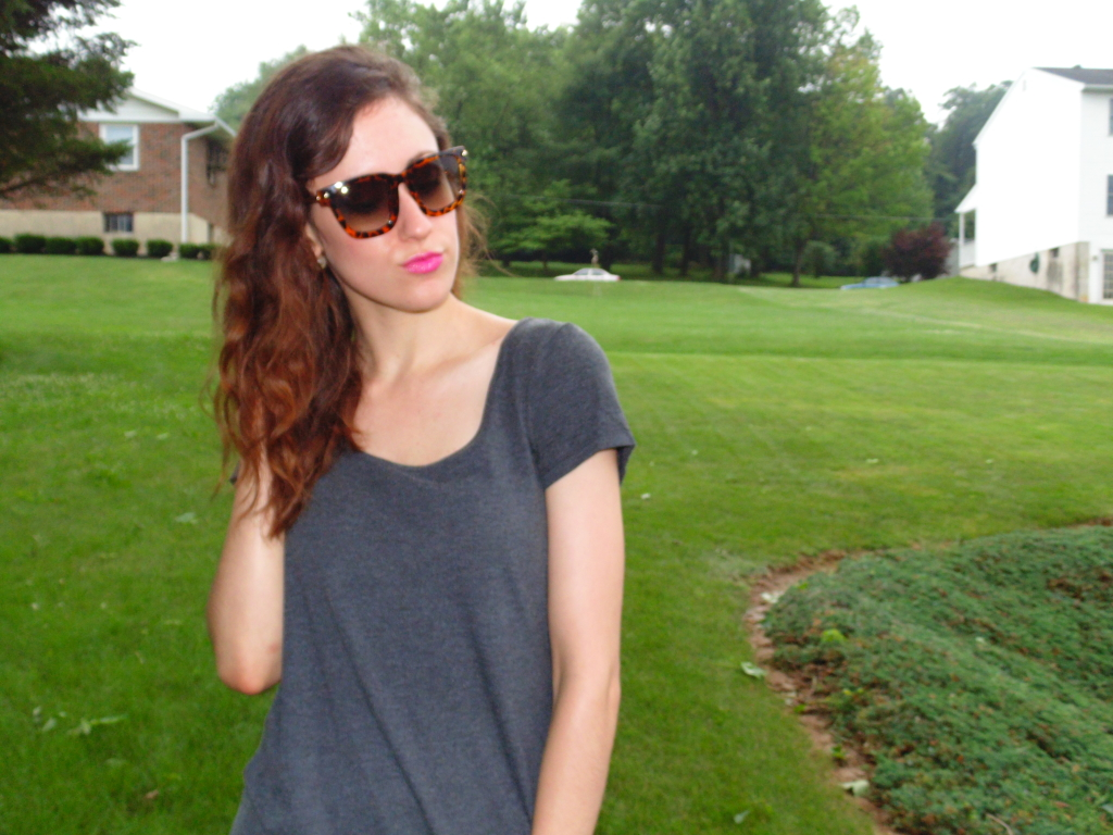 How to style a t-shirt dress for summer! Vogue sunglasses from Polette