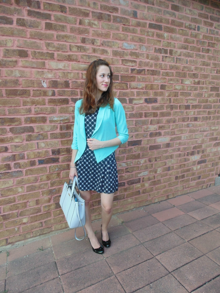 how to dress for a summer internship