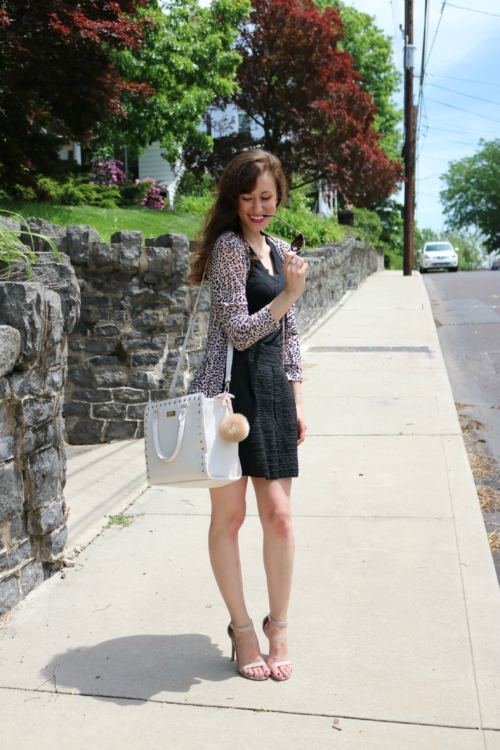 Chic neutral summer outfit - How to look more put together in 5 minutes on Coming Up Roses