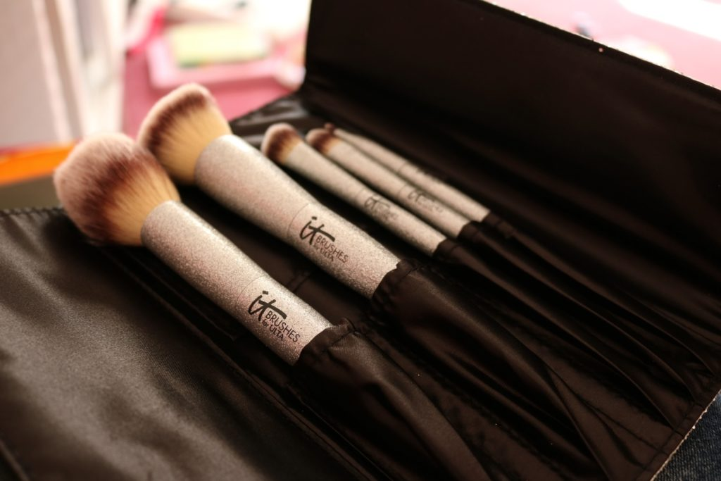 It Cosmetics sparkly brushes