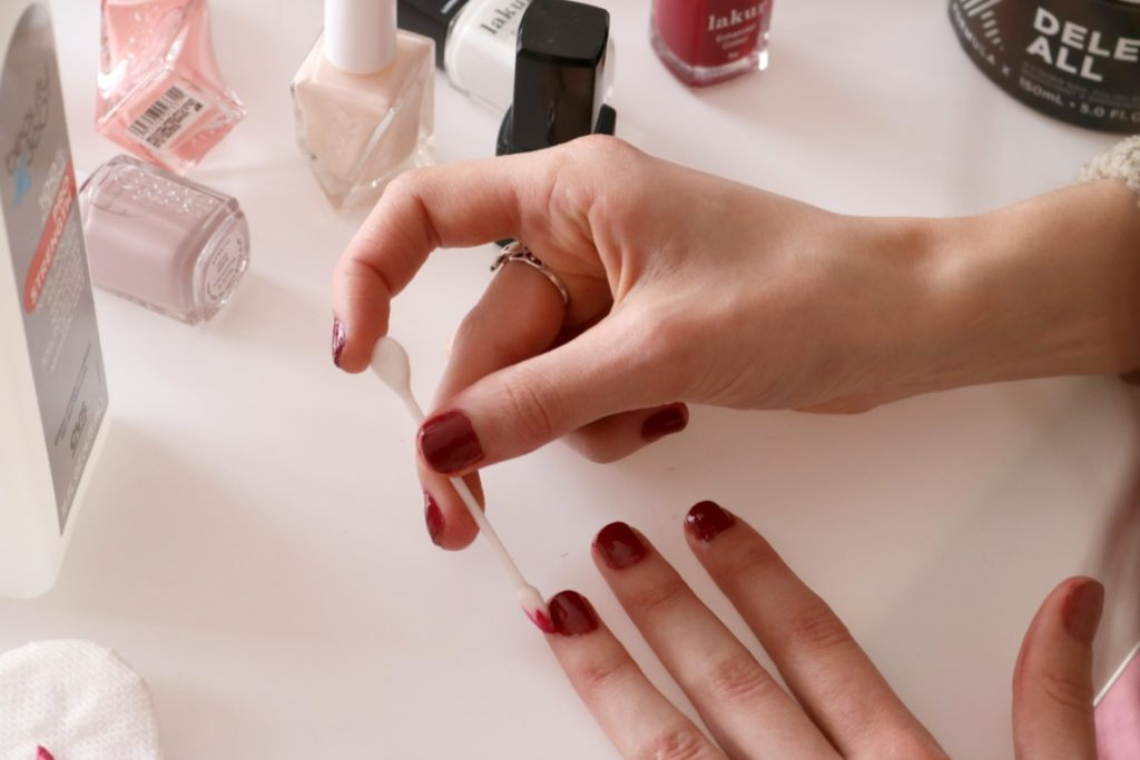Best self manicure tips beauty style coming up roses how to give yourself a manicure best at home manicure tips on coming solutioingenieria Image collections