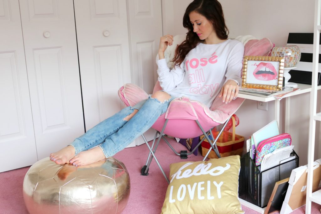 8 Links + 5 Things I Love (Rose all day sweatshirt)