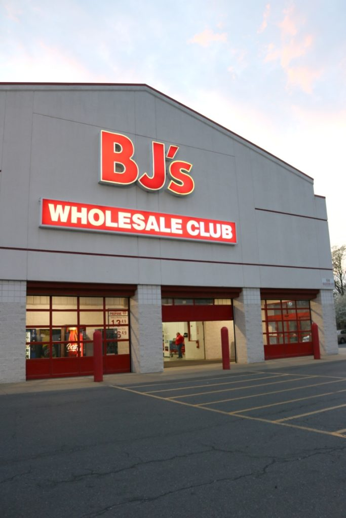 The 14 Keys to *Really* Spring Cleaning - I'm partnering with BJ's Wholesale Club on Coming Up Roses to share 14 things you HAVE to keep in mind if you're serious about spring cleaning RIGHT! - The 14 Keys to *Really* Spring Cleaning by popular Philadelphia lifestyle blogger Coming Up Roses