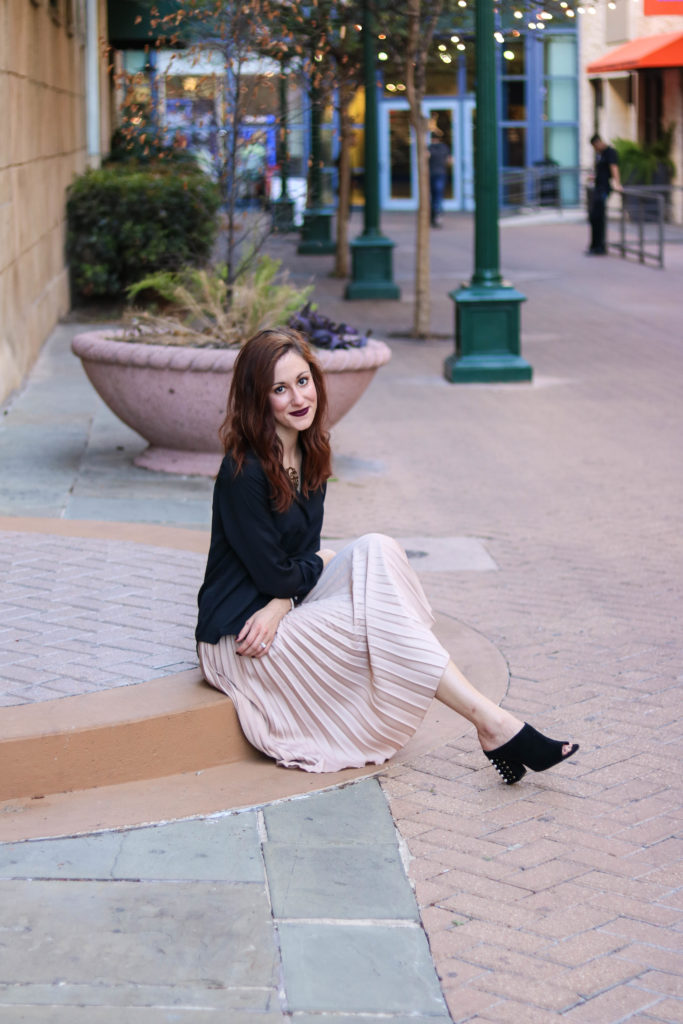 #AskE - Pleated Skirt look from San Antonio, Fave Resorts in Mexico, Making money blogging + MORE