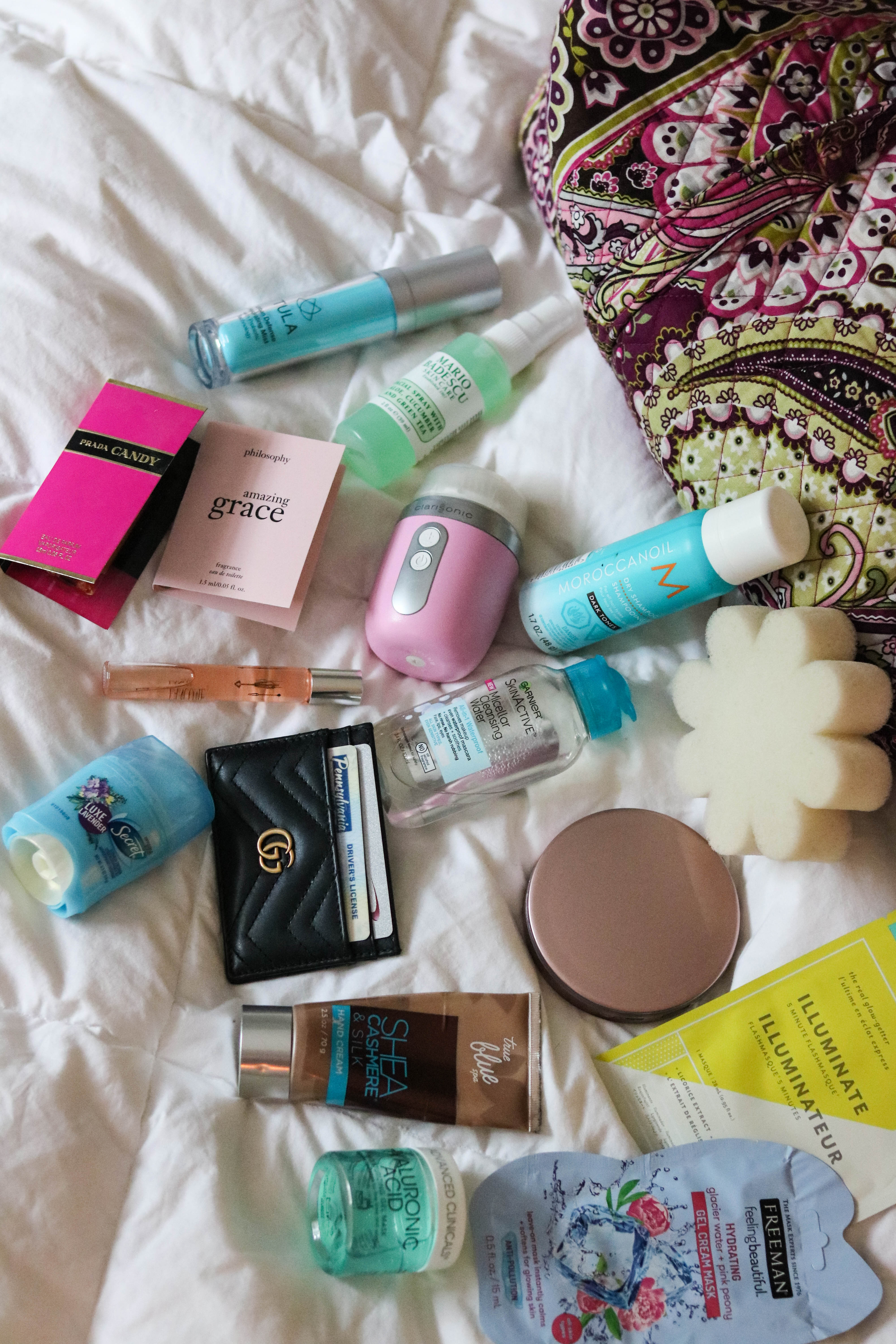 What's in my Travel Bag - 10 Items I always Travel With
