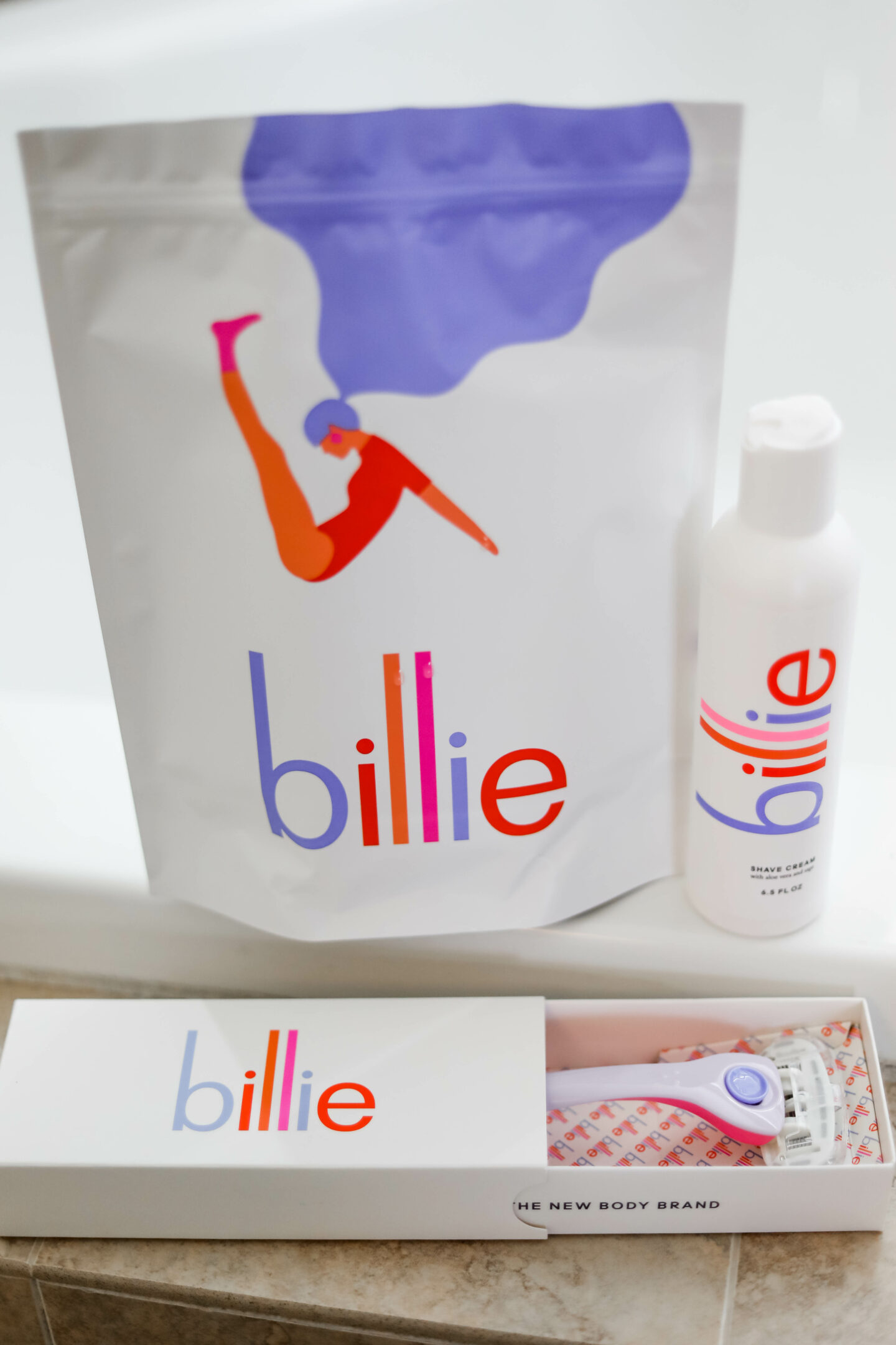 BILLIE RAZOR REVIEW - what's in my shower on Coming Up Roses