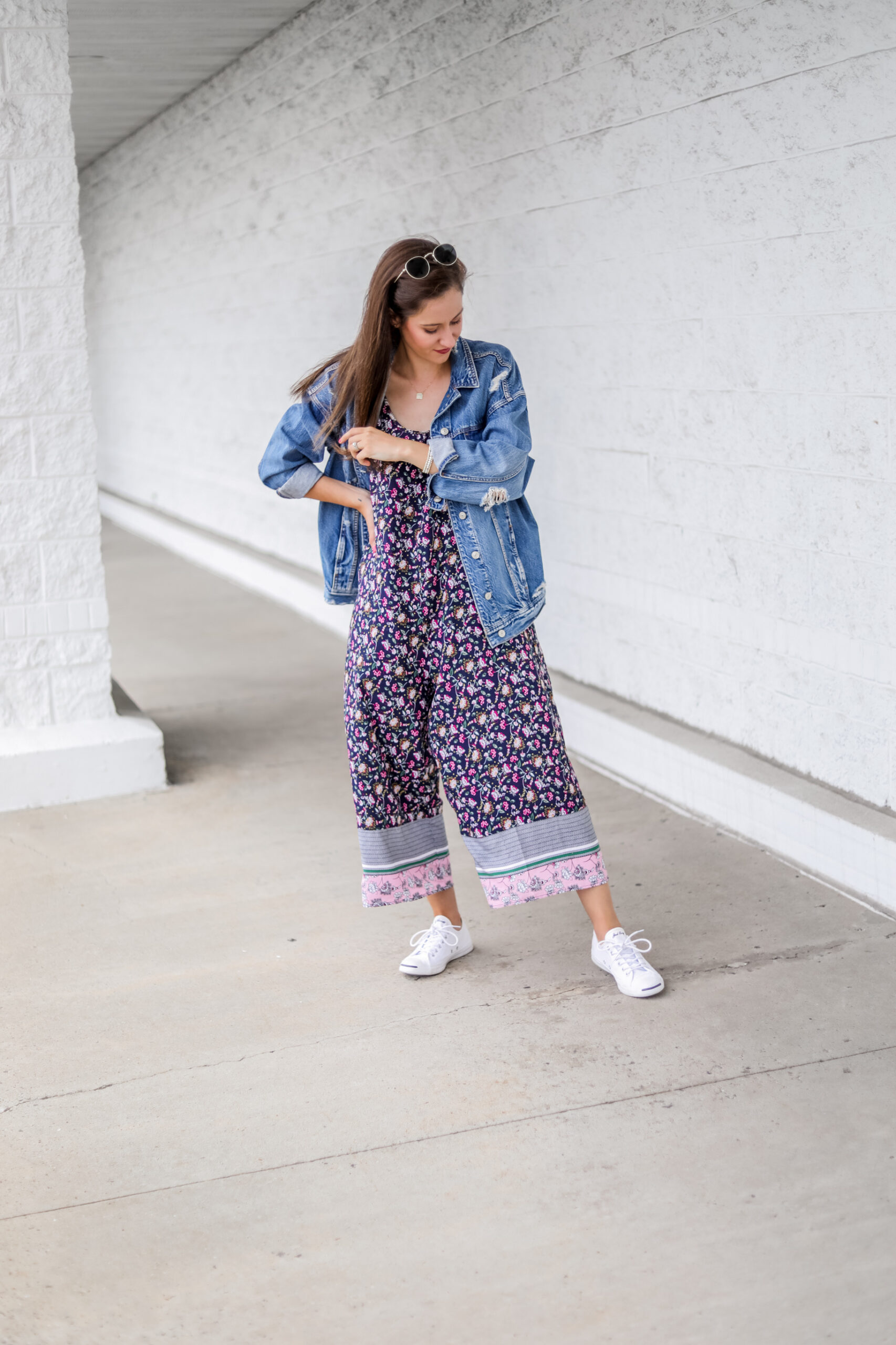 $17 AMAZON JUMPSUIT - Layering a pretty, flowy floral prints navy jumpsuit to transition into fall!