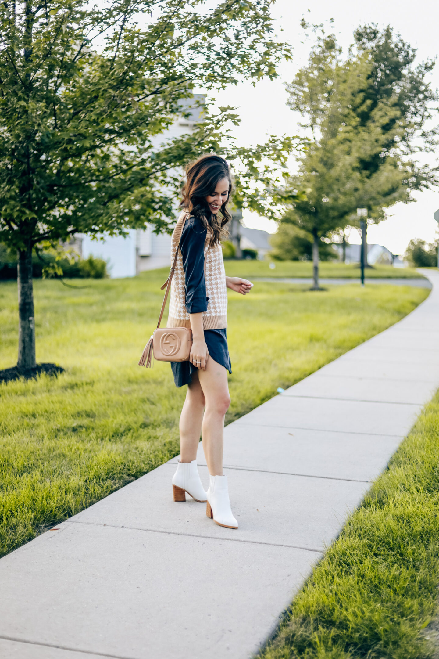 HOW TO STYLE A SWEATER VEST FOR FALL - Chic Sweater Vest Outfit Idea from Amazon on Coming Up Roses!