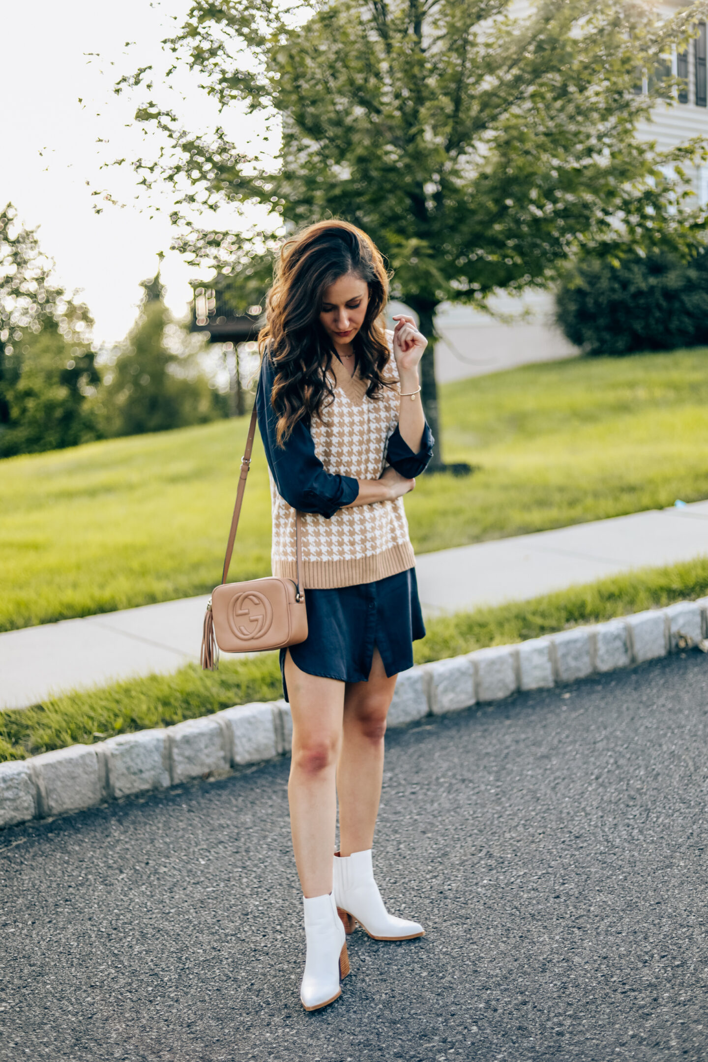 Chic Sweater Vest Outfit Idea from Amazon - How to style a sweater vest to transition to fall!