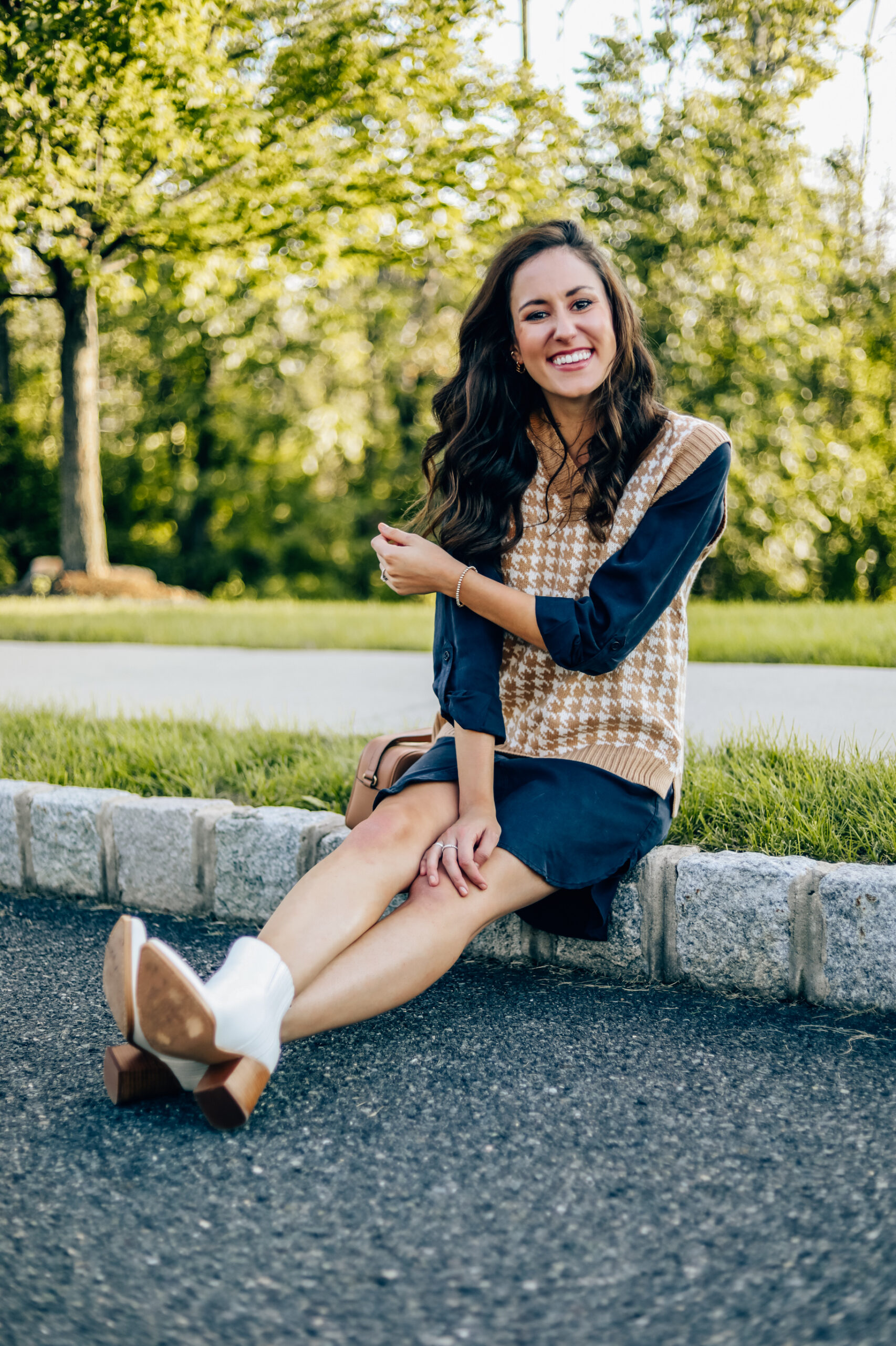 Chic sweater vest outfit for fall - How to style a sweater vest from Amazon!