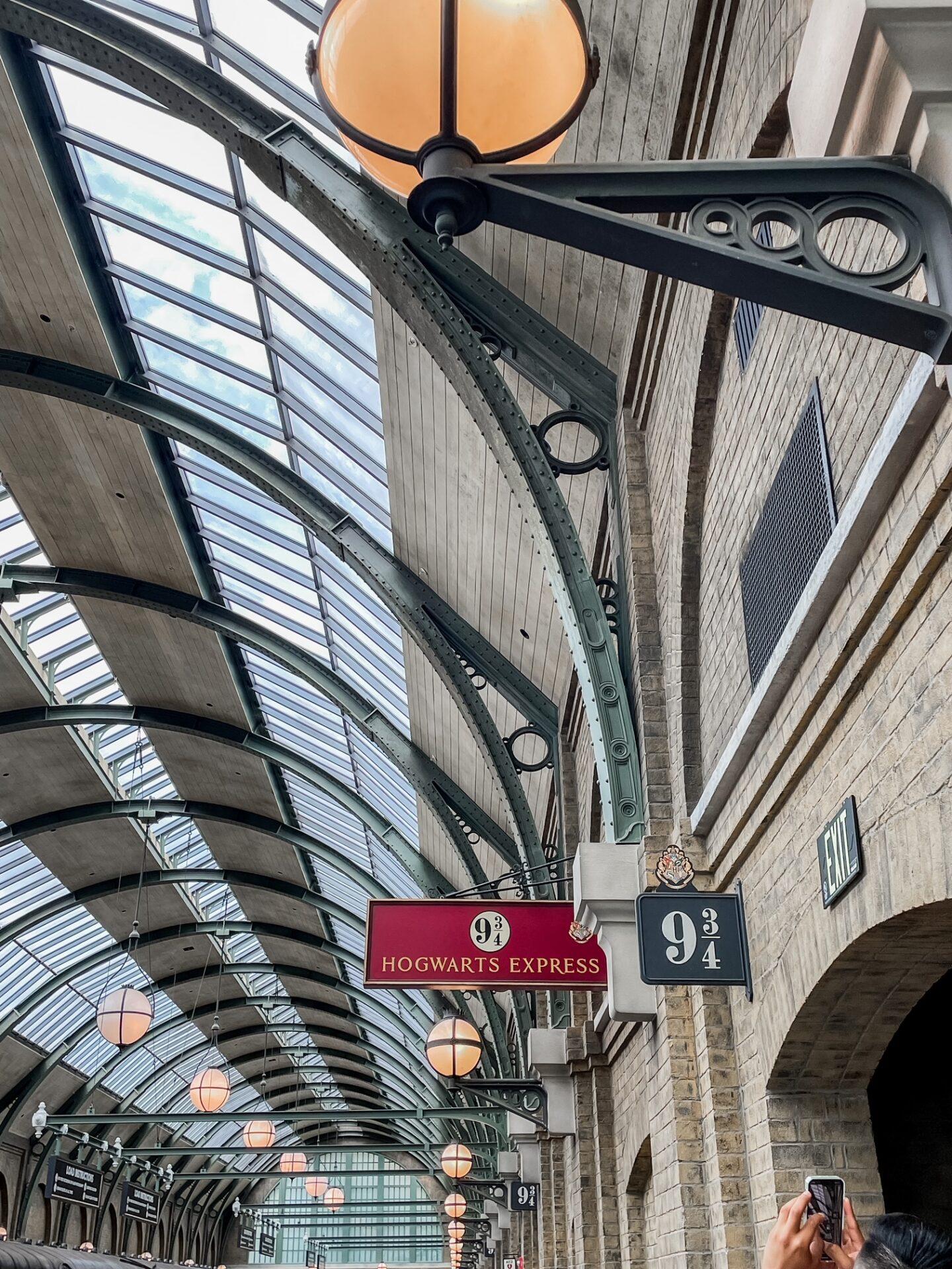 Platform 9 3/4 at King's Cross Station, Harry Potter World Universal Studios Orlando
